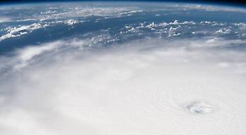 Συγκλονιστικές εικόνες του τυφώνα Ίρμα από τον διαστημικό σταθμό! (pics/video)