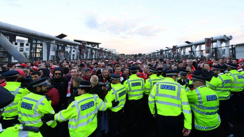 Επεισόδια και 5 συλλήψεις στο Emirates (vids)