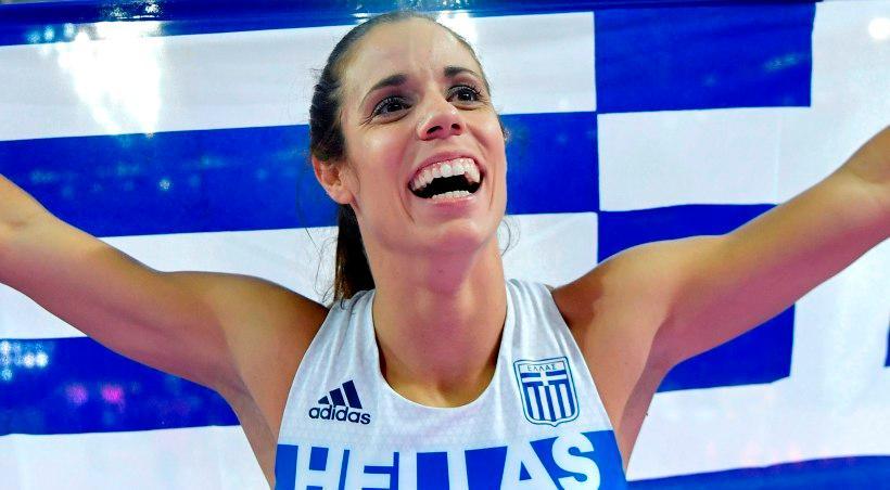 Η Στεφανίδη τσακώθηκε με χρήστη του twitter που αμφισβήτησε την ελληνικότητα της (pics)