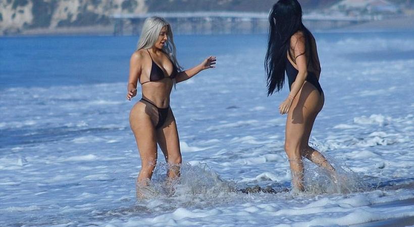 Τα πέταξε η Κιμ Καρντάσιαν στην παραλία του Μαλιμπού και... μας πέταξε τα μάτια έξω !!! (ΦΩΤΟ)