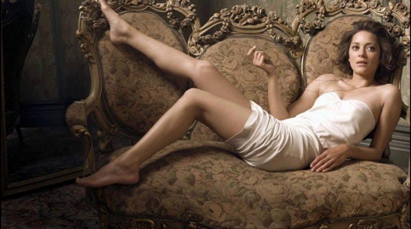 Ολόγυμνη στη νέα της ταινία η Marion Cotillard