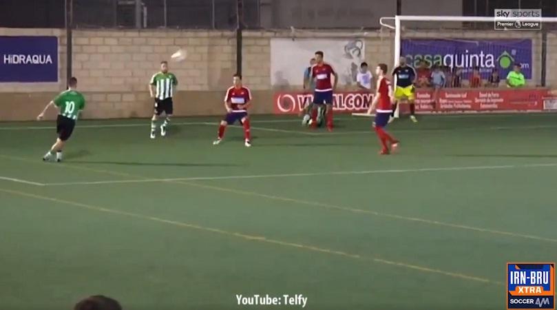 Απίθανο γκολ με ραμπόνα που «κρέμασε» τον τερματοφύλακα (video)