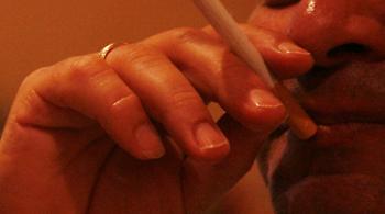 Καμπανάκι κινδύνου για καπνιστές: Όσο περισσότερα τσιγάρα, τόσο χαμηλότερη τεστοστερόνη