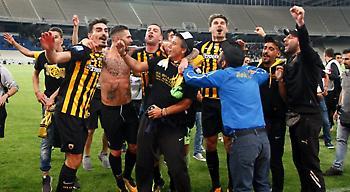 «Τρέλα» στο ΟΑΚΑ μετά τη λήξη: Το πάρτι των παικτών στον αγωνιστικό χώρο (pics)