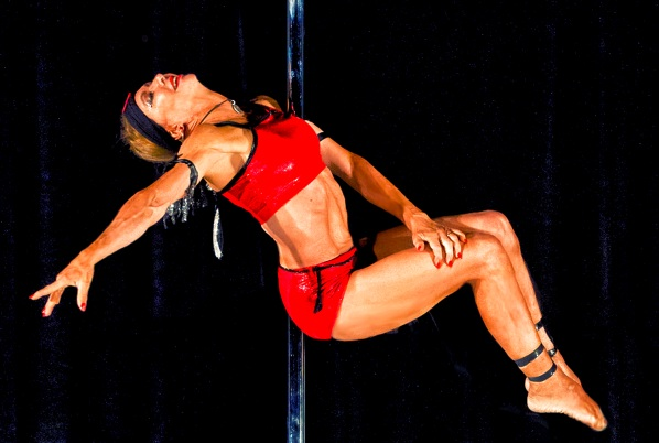 Παγκόσμια πρωταθλήτρια pole dancing ετών…66! (video/pics)