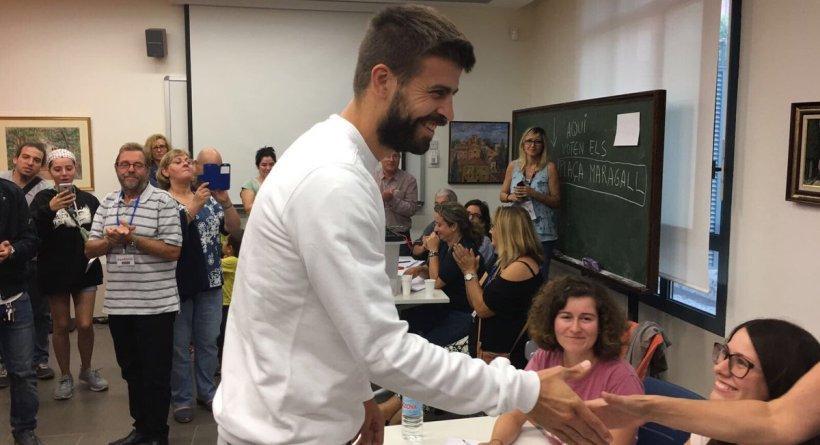Ποστάρισμα Πικέ στα Καταλανικά: «Όλοι μαζί για τη δημοκρατία»