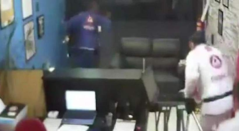 Επικό βίντεο: Επίδοξος ληστής πήγε να κλέψει γυμναστήριο ζίου ζίτσου και... τον περιέλαβαν αθλητές
