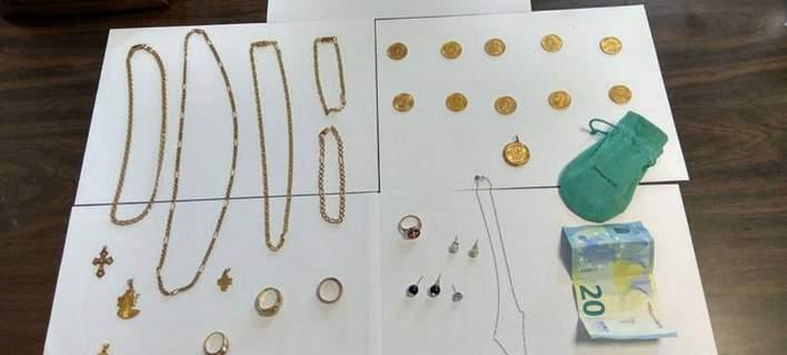 «Χρυσοχέρα» οικιακή βοηθός ξάφριζε κοσμήματα και χρήματα στη Χαλκίδα