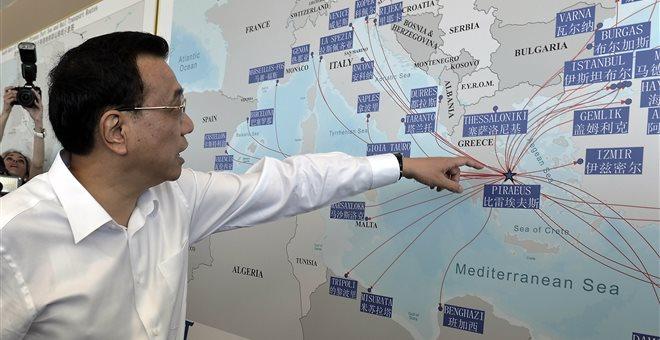 S. Zeitung: Η Ε.Ε. βλέπει στην Ελλάδα τον κίνδυνο, η Κίνα την ευκαιρία