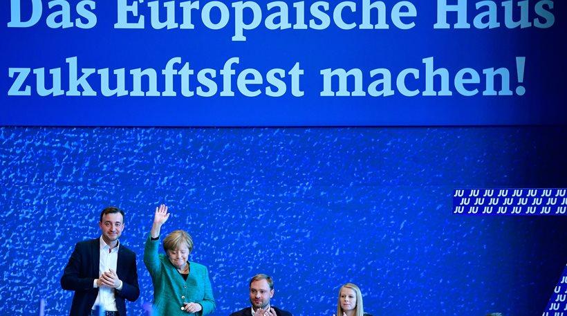 Μέρκελ: Η συμφωνία ΕΕ-Τουρκίας για τους πρόσφυγες δεν λειτουργεί ως βοήθεια για την Ελλάδα