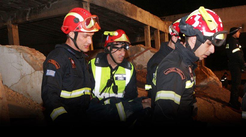 Κατέρρευσε κτίριο στον Πειραιά - Έρευνα για εγκλωβισμένους