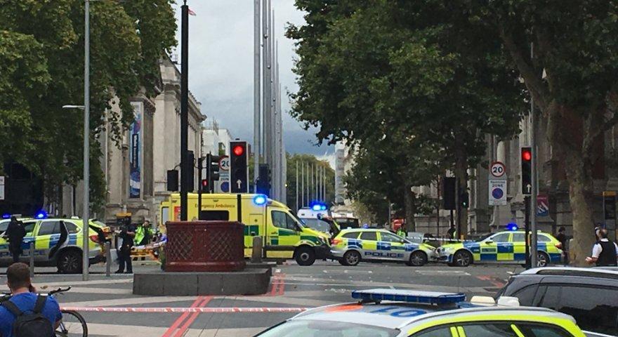 Αυτοκίνητο έπεσε πάνω σε πεζούς έξω από Μουσείο στο Λονδίνο - Πληροφορίες για αρκετούς τραυματίες