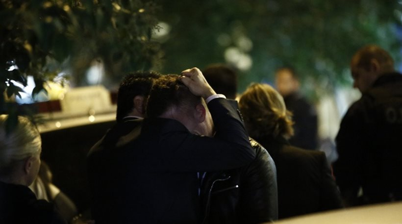 Βίντεο: Συντετριμμένοι συγγενείς και φίλοι του Μιχάλη Ζαφειρόπουλου στο σημείο του εγκλήματος
