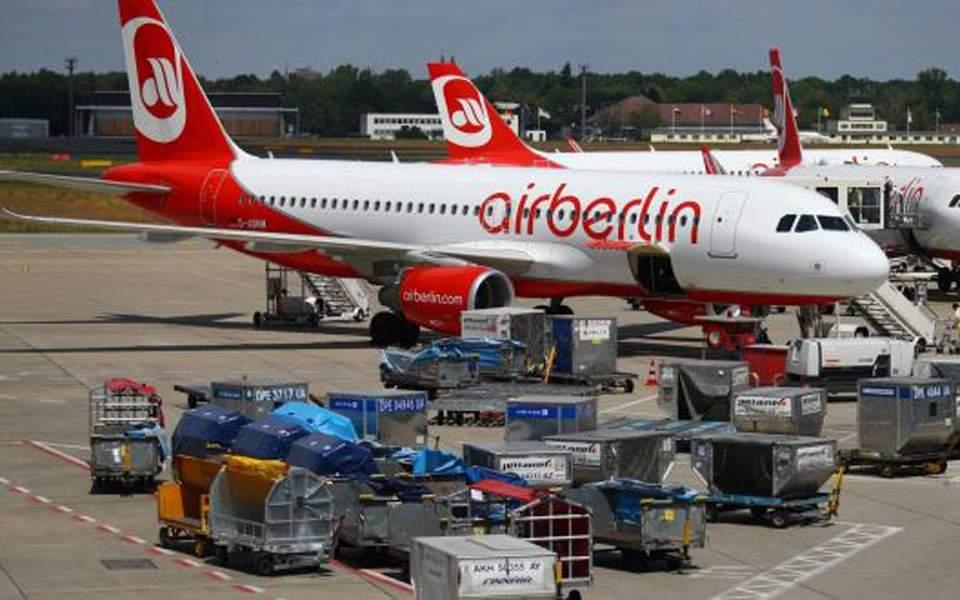 Θύματα στον «πόλεμο» τιμών οι αεροπορικές εταιρείες χαμηλού κόστους