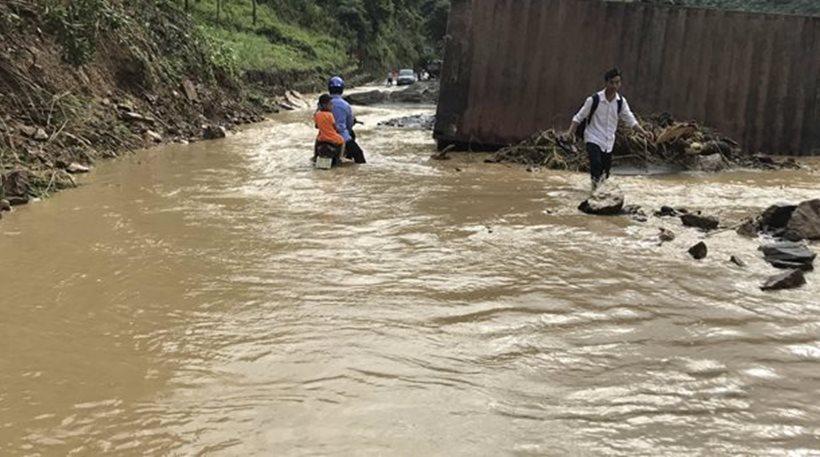 Πάνω από 54 νεκροί από τις σφοδρές πλημμύρες στο Βιετνάμ