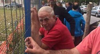 Απίστευτο: Ο σωσίας του Νίκου Αλέφαντου σε γήπεδο της Λάρισας