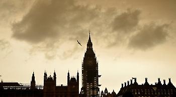 Η «Οφηλία» έβαψε κίτρινο τον ουρανό του Λονδίνου (pic)