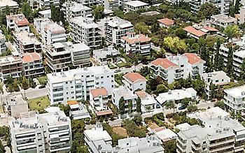 Τέσσερις στους δέκα Ελληνες δίνουν το 40% του εισοδήματος για στέγαση