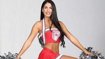 Δεν χωράνε οπαδικά: Αυτή η cheerleader του Ολυμπιακού είναι... Παναγιά βοήθα! (pics)
