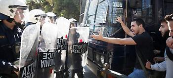 Επεισόδια έξω από το υπ.Δικαιοσύνης -Φοιτητές ζητούν την αποφυλάκιση της Ηριάννας, συμπλοκή με MΑΤ