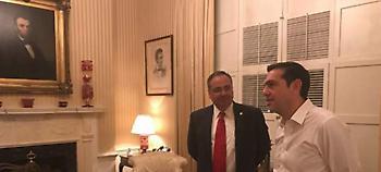 Ο Τσίπρας καμαρώνει στο Blair House -Χωρίς γραβάτα, με φόντο κάδρο του Λίνκολν (pics)