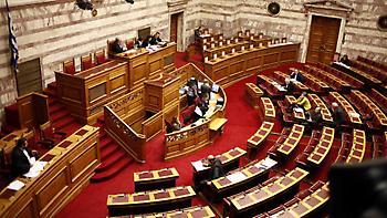 Κόντρα Σταθάκη - Σκρέκα στη Βουλή για το ταξίδι Τσίπρα στις ΗΠΑ