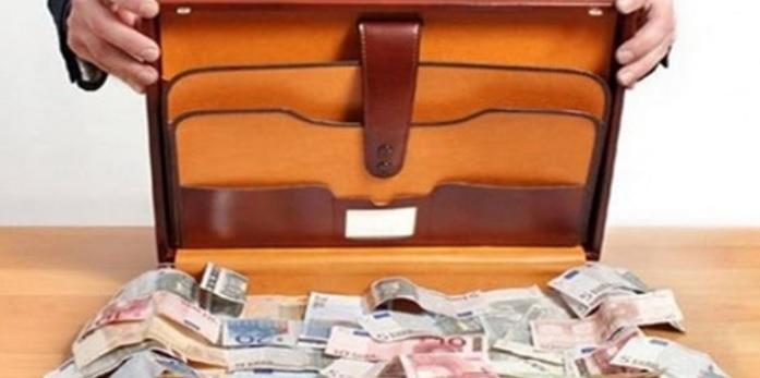Αρπαξε βαλίτσα με 22.000€ και λέει ότι δεν θυμάται που έβαλε τα χρήματα