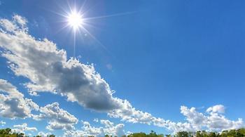 Καιρός: Αραιές νεφώσεις, με «καλοκαιρινές» όμως θερμοκρασίες