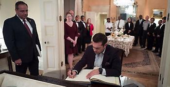 Στο βιβλίο επισκεπτών του Blair House υπέγραψε ο Τσίπρας