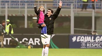 Ο Χριστοδουλόπουλος πανηγυρίζει με την κόρη του αγκαλιά (pics/video)