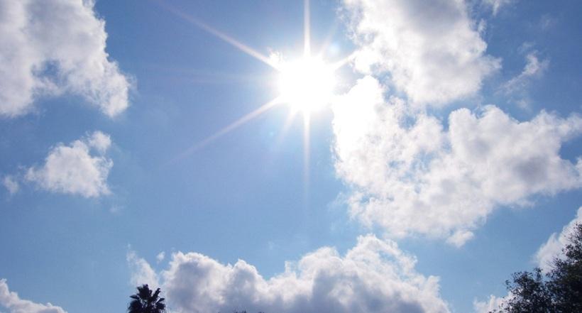 Καλοκαιρινός και σήμερα ο καιρός με ζέστη και αραιές νεφώσεις
