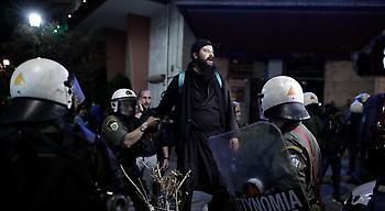 Θεσσαλονίκη: Τρεις συλλήψεις για τα επεισόδια στην παράσταση «Η ώρα του Διαβόλου»