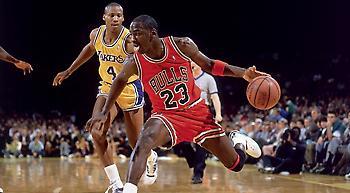 NBA: Το πρώτο καλάθι του Τζόρνταν, του Κόμπι, του Μάραβιτς και των άλλων θρύλων! (video)