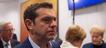 Κουρασμένος ο Τσίπρας: «Τζετ λαγκ, παιδιά» είπε στους δημοσιογράφους στις Βρυξέλλες (video)