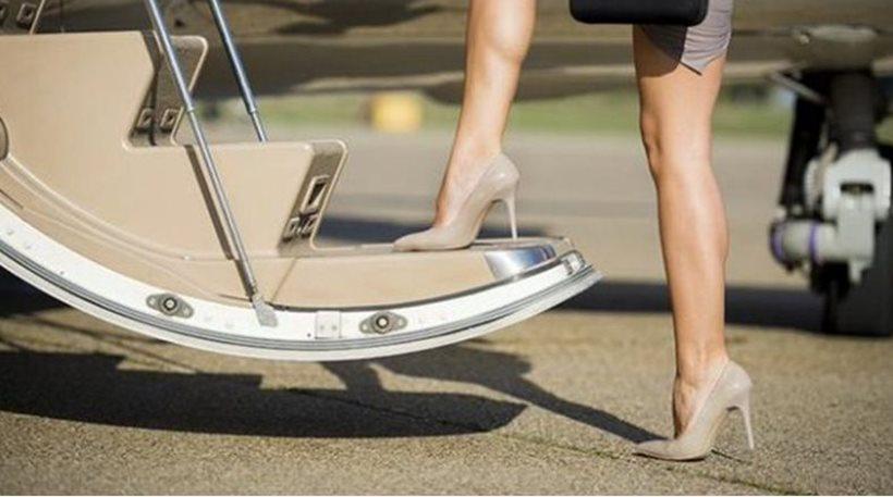 Καταγγελία: Αεροσυνοδοί-ιερόδουλες πουλάνε το σώμα τους σε επιβάτες έναντι χρημάτων
