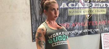 Θύελλα αντιδράσεων με έγκυο 8 μηνών που σηκώνει 125 κιλά στο γυμναστήριο (video)