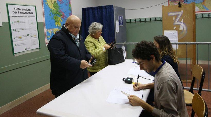 Δημοψήφισμα στην Ιταλία: «Χλιαρή» η προσέλευση στην Λομβαρδία - Πιο δυναμική στο Βένετο