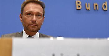 Σινιάλο σκληρής πολιτικής για το χρέος από τον πιθανότερο διάδοχο Σόιμπλε