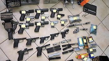 Συνελήφθη 46χρονος στην Ελευσίνα για κατοχή όπλων