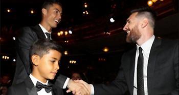 Αυτούς ψήφισαν Κριστιάνο και Μέσι για το βραβείο του καλύτερου ποδοσφαιριστή