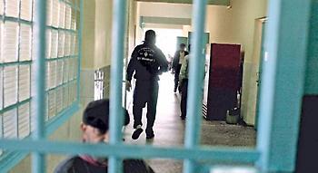 Το έγκλημα καλπάζει με «συνεργούς» τους νόμους