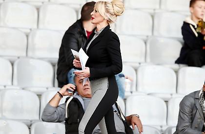 Η ξανθιά που… αλληθώρισε το «Αλκαζάρ» στο Απόλλων Λάρισας-ΑΕΚ (pics)