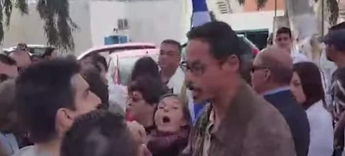 Σαντορίνη: Χρυσαυγίτες έκαναν επεισόδια επειδή η σημαιοφόρος ήταν από την Αλβανία (video)
