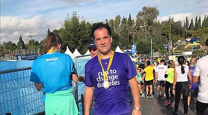 Φωτογραφίες: Ο Άδωνις Γεωργιάδης πανηγυρίζει το νέο του ρεκόρ στον Μαραθώνιο
