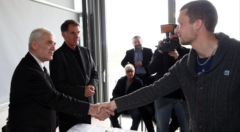 Νέο τριετές συμβόλαιο σε Γιόχανσον προσφέρει ο Μελισσανίδης