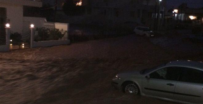 Εγκλωβισμένοι στη Νέα Πέραμο - Ποτάμι η παλιά Εθνική Οδός Αθηνών-Κορίνθου