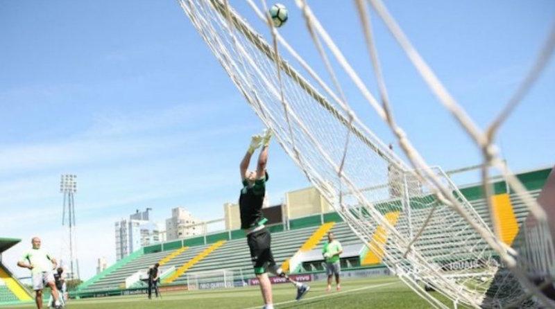 Ο ακρωτηριασμένος τερματοφύλακας της Σαπεκοένσε ξεκίνησε προπονήσεις (φωτογραφίες - βίντεο)