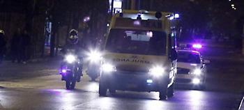 Δικηγόρος τραυματίστηκε από φωτοβολίδα στα Εξάρχεια -Διακομίστηκε στον Ευαγγελισμό
