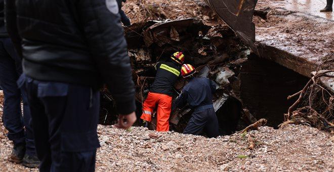 Δύο ακόμα σοροί στην Ελευσίνα - στους 19 οι νεκροί από τις πλημμύρες