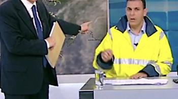 Κόντρα Άδωνι - Καραμέρου, που εμφανίστηκε στην τηλεόραση με... «υπηρεσιακό γιλέκο»!